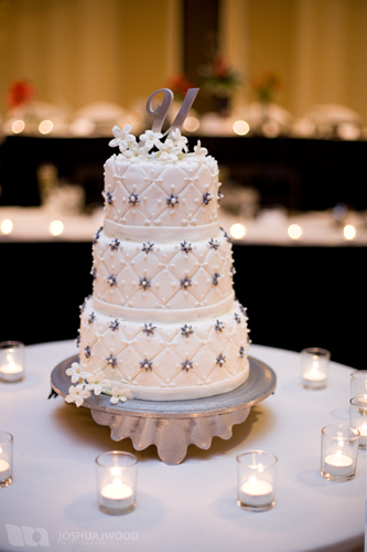 winter-wedding-cake-3